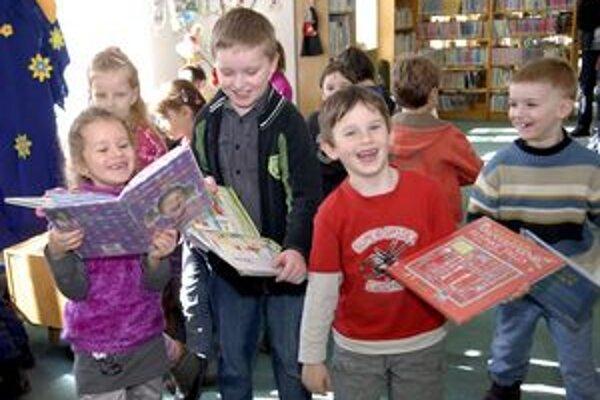 Do knižnice s radosťou. V aktuálnom týždni sa to vďaka množstvu atrakcií podarí deťom i dospelým.