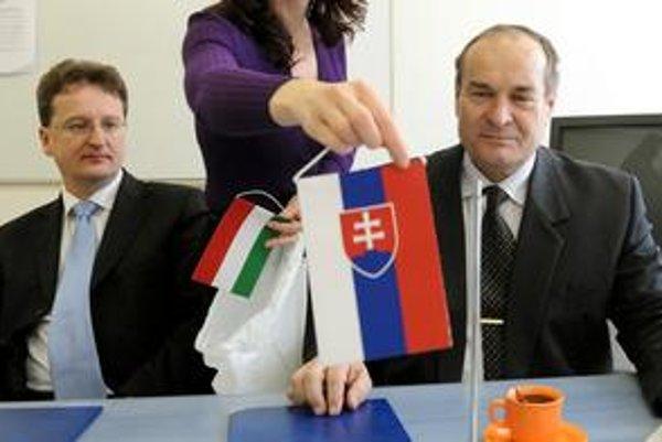 Mutafov (vpravo) obvinenia odmieta.