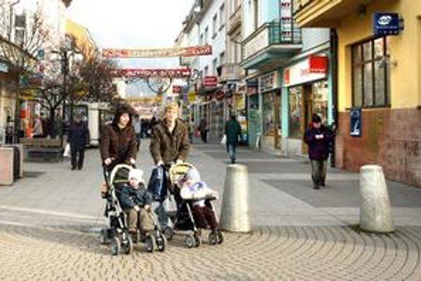 Európska únia chce dopriať matkám aspoň 20 týždňov materskej dovolenky so stopercentnou výškou platu.