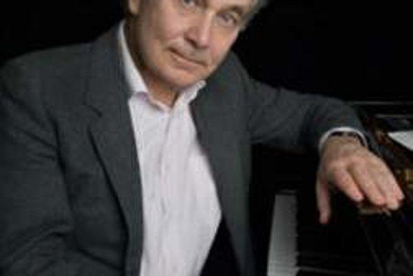 Eugen Indjic. Patrí k svetoznámym klaviristom.