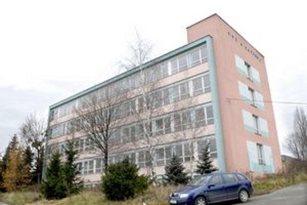 Budova na Ipeľskej. Tri roky od zakúpenia ju úrad nevyužíva.