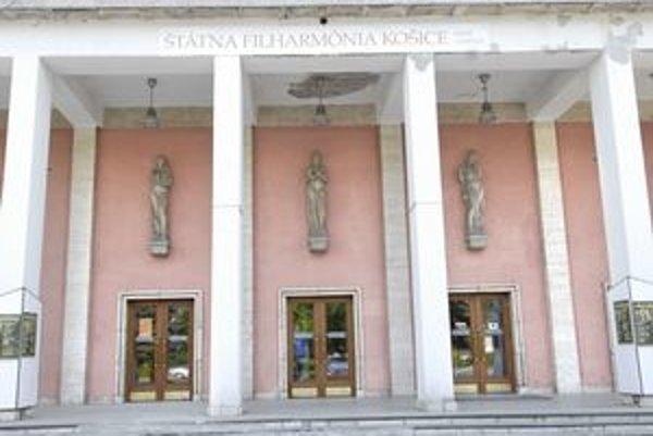 Tri Múzy vidieť aj na priečelí Domu umenia.