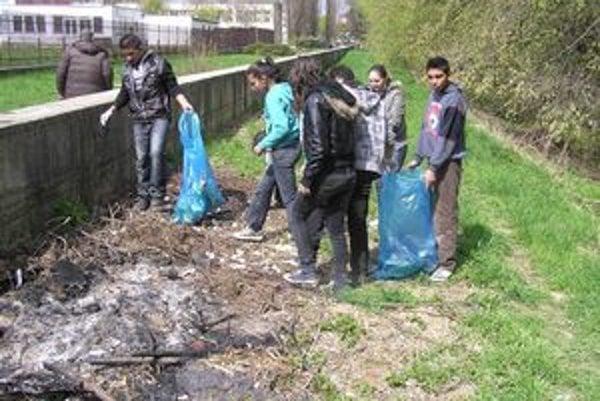 Pri Hornáde. Študenti tam pozbierali množstvo odpadkov.