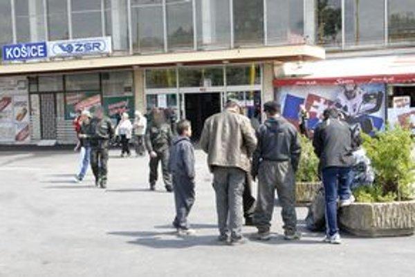 """Bezdomovci. Policajti ich slušne, ale dôrazne """"vyhostili""""..."""
