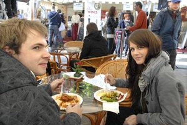Simona s Tomášom si umenie kuchárov pochvaľovali.