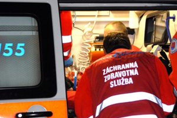 Záchranári. Na pacientovo volanie nemusia automaticky prísť.