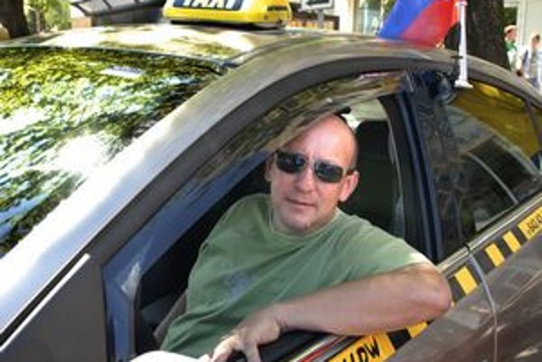 Taxikár Zdeno Aschman šampionát vo svojej peňaženke nepocítil.