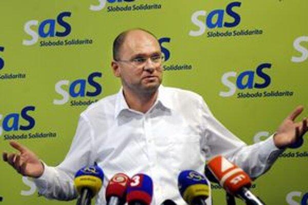 Richard Sulík. Boj o vyplatenie 90-tisícového odstupného z TEKO pre ich nominanta I. Zicha považuje za jeho ľudské zlyhanie.