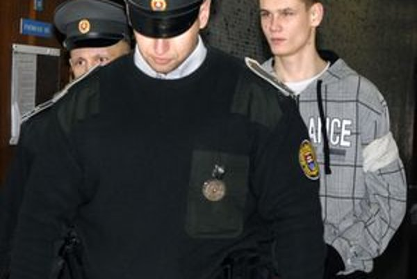 Roman M. Bol už šesťkrát súdne trestaný. Teraz stojí pred súdom pre vraždu. Odmieta, že ju spáchal.
