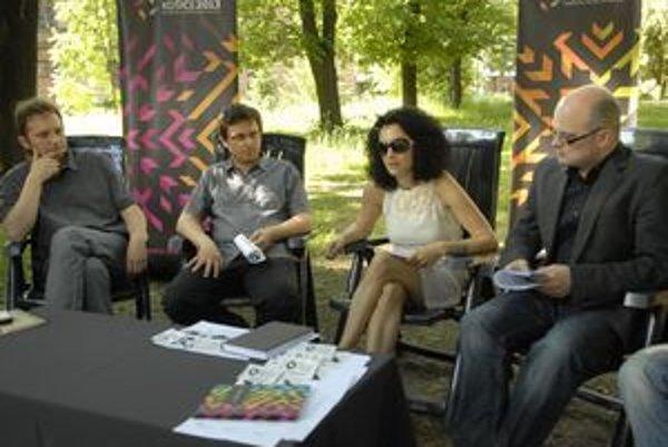 Organizátori. Pouličným umením chcú oživiť mesto a otvoriť priamy dialóg umelcov s verejnosťou.
