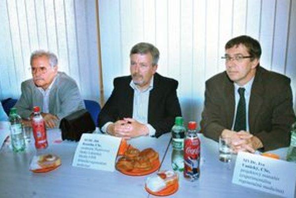 Členovia tímu. Prednosta Ján Rosocha a projektový manažér Ivo Vanický. ⋌FOTO: JUDY