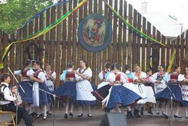 Tancovalo sa i v daždi. Počasie festivalu neprialo už druhý rok po sebe.