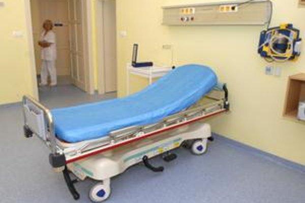 Dešoková miestnosť. Nové lôžka čakajú na prvých pacientov.