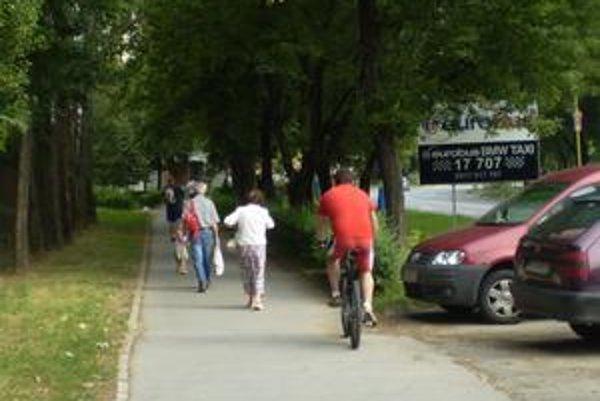 K stretom cyklistov s chodcami dochádza každú chvíľu.