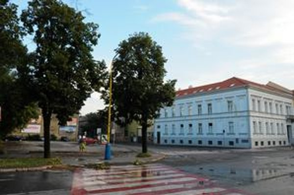 Miesto nehody. Križovatka Svätoplukova – Masarykova za Jumbo centrom.