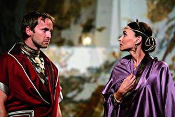 Antonius a Kleopatra. Ovládnu počas tohto víkendu košickú Hlavnú ulicu.