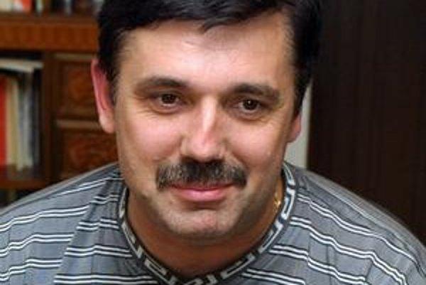Spevák Peter Pačut.