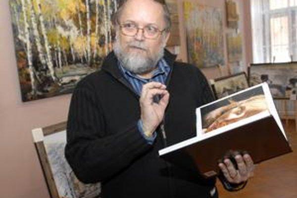 V Košiciach založil galériu WAWA.