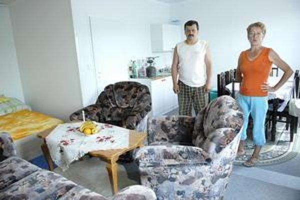 Vargovci bývajú v kontajnerovom dome. Vo vnútri majú veľmi útulne.