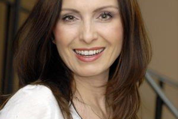 V súkromnom živote je partnerom H. Mičkovicovej kolega - herec Alex Bárta.