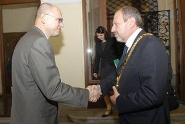 Richard Sulík a František Knapík. Šéf parlamentu si síce tľapol s primátorom, no členskú základňu tým len pohneval.