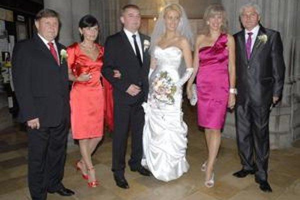 Šťastní mladomanželia. Na svadbu v Dóme svätej Alžbety sa veľmi tešili aj ich rodičia.