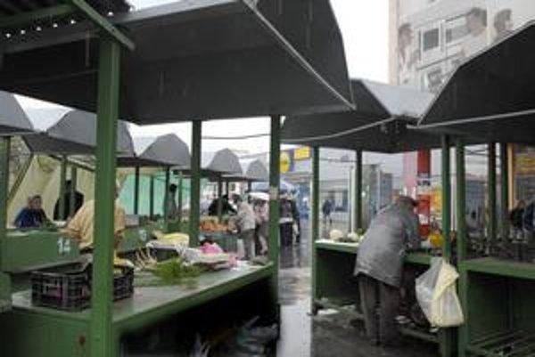 Stoly odvezú. Čerstvú zeleninu na trhovisku kúpite iba do polovice novembra.