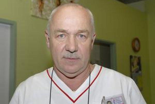 Primár na urgentnom príjme. Juraj Sidor má s agresívnymi pacientmi bohaté skúsenosti.