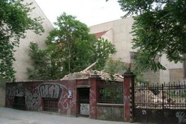 Dom na Hviezdoslavovej už nestojí. Zostala len kopa tehál.