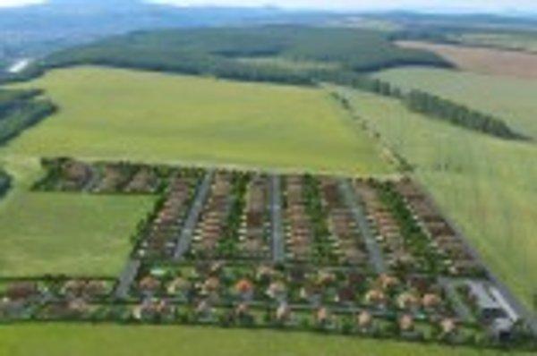 Výstavba. Lokalita Na hore v Krásnej sa rozrastá o nové domy.