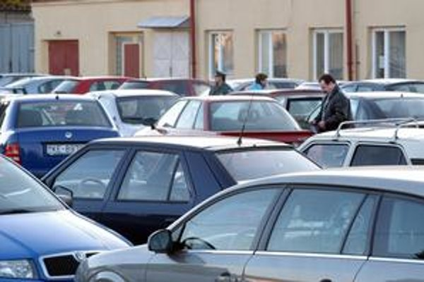 Pri parkovaní by mali byť vodiči ohľaduplní.