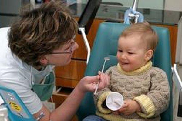 Menej sa staráme. Na východe majú deti zuby v horšom stave ako inde.