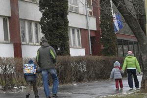 Zlodeji v Košiciach sa dostali do dvoch bytov vtedy, keď v nich boli len deti. Ak ich neodprevádzate domov, poučte ich o nebezpečenstve.