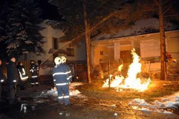 Po výbuchu. Plyn rozbil dom na márne kúsky.