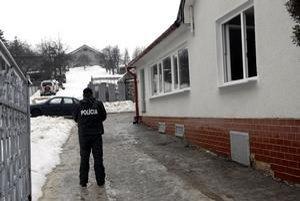 Miesto výbuchu. Garáž sa nachádzala za domom, po výbuchu nebolo veľmi bezpečné do nej chodiť.