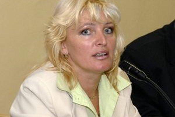 Starostka Anna Jenčová(HZDS-ĽS). Investície priškrtili, platy nie.