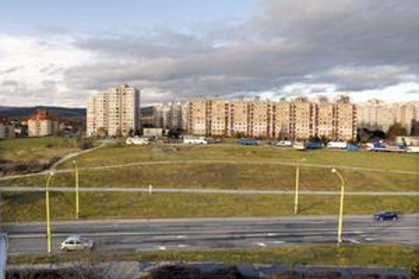Cesta bude. Na jar by sa už konečne mala začať stavať prepojovacia komunikácia Moskovská-Klimkovičova, ktorá je jedinou investíciou v roku 2010.