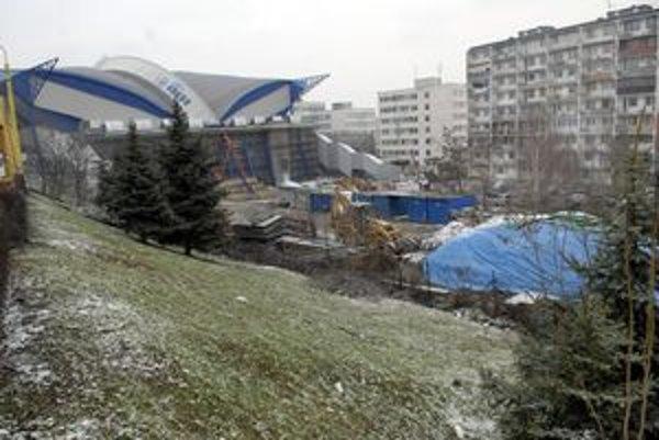 Tréningová hala. Vyžiadal si ju blížiaci sa svetový šampionát v hokeji. Jej výstavba bude stáť 5,5 milióna eur. Mesto prispeje takmer 800-tisíc eurami.