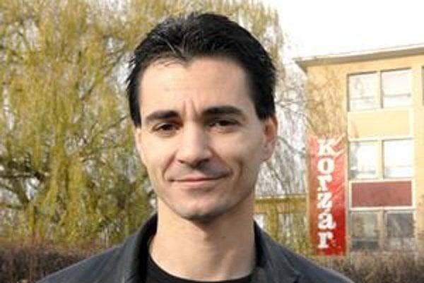 Jozef Karabin(NEKA). Starosta Pereša viní mesto z predaja pozemkov.