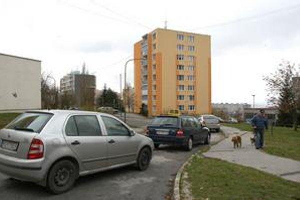 Ovručská. Na tejto ulici by mali pribudnúť nové parkovacie miesta.