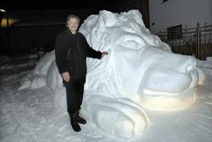 Nádhera zo snehu. Vladimír Šuster tvoril leva necelých šesť hodín.