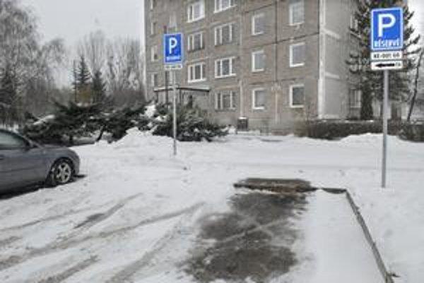 Vyhradené parkovisko.