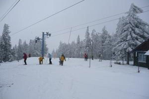 Zasnežená lyžovačka. Takto to momentálne vyzerá na svahoch pod Kojšovskou hoľou.