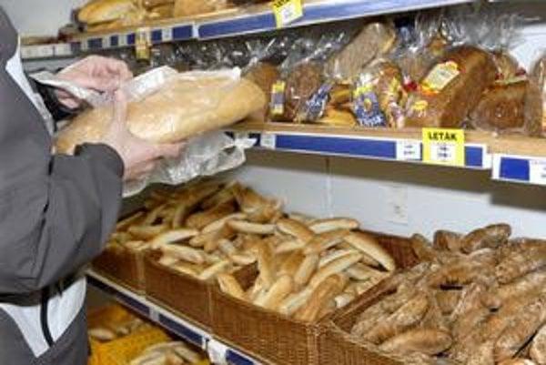 Oddelenie pekárenských výrobkov. Môže fungovať naďalej, bez problémov sa k pečivu dostanete.