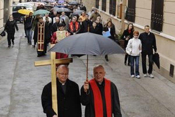 Ekumenický sprievod v uliciach Košíc.