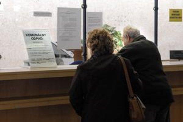 Chodia výmery. Za smeti do 35 eur platíme naraz. Je však možné požiadať o rozdelenie poplatku do viacerých splátok písomne, ale aj osobne v kancelárii prvého kontaktu na magistráte.
