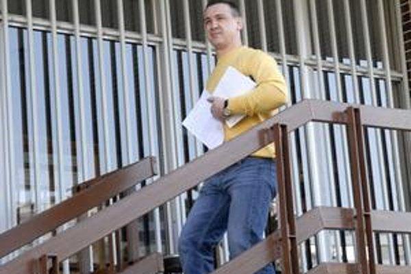 Róberta Okoličányho prepustili z košickej väznice na Floriánskej ulici v stredu popoludní.