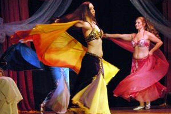 Tanec so závojom. Soraya zaujala nielen ním, ale aj krásnymi farebnými kostýmami.