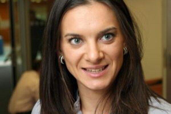 Jelena Gadžijevna Isinbajevová (*3. júna 1982 vo Volgograde) začínala ako moderná gymnastka. V tomto športe bola i majsterkou Ruska. V skoku o žrdi vyhrala všetky svetové i európske šampionáty v mládežníckej, juniorskej i seniorskej kategórii. Má dve zlat