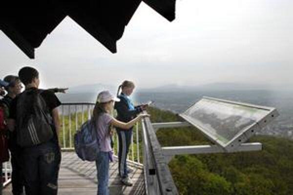 Vyhliadková veža. Za peknými výhľadmi na mesto si môžete vystúpať do nadmorskej výšky 466 metrov.